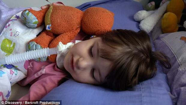"""Bởi """"lời nguyền"""" từ lúc mới sinh, bé gái 3 tuổi mỗi khi ngủ lại có thể tắt thở và ra đi vĩnh viễn - Ảnh 5."""