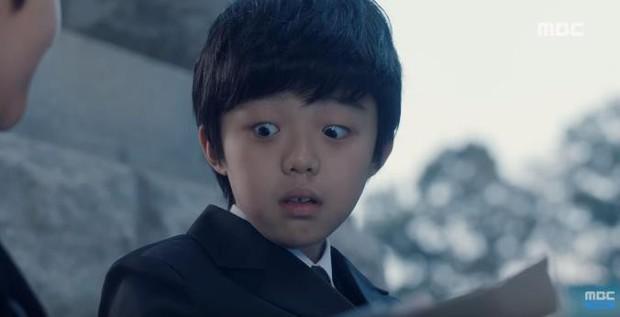 Quá manh động, Yoo Seung Ho không sợ ngứa, kề sát môi robot - Ảnh 14.
