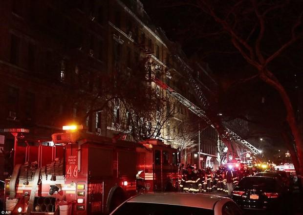 Hiện trường vụ cháy kinh hoàng làm 12 người chết ở New York (Mỹ) - Ảnh 6.