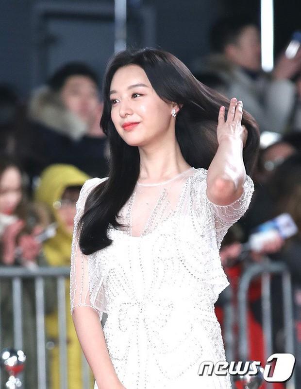 Thảm đỏ KBS Drama Awards: Kim Ji Won gây sốc.. vì quá đẹp, Jang Nara đọ sắc với Kim So Hyun và dàn chị đại không tuổi - Ảnh 6.
