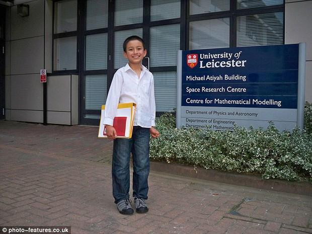 Mới 14 tuổi, cậu bé đã có công việc giảng dạy tại trường đại học danh tiếng bậc nhất nước Anh - Ảnh 1.