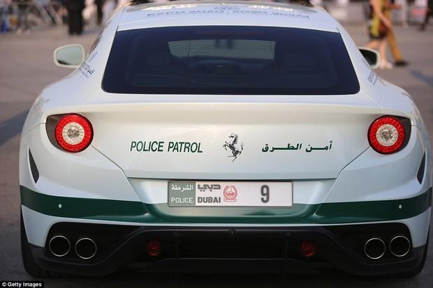 Đã có xe siêu xịn giờ còn nhanh nhất thế giới, cảnh sát ở Dubai đúng là sướng không ai bằng - Ảnh 6.