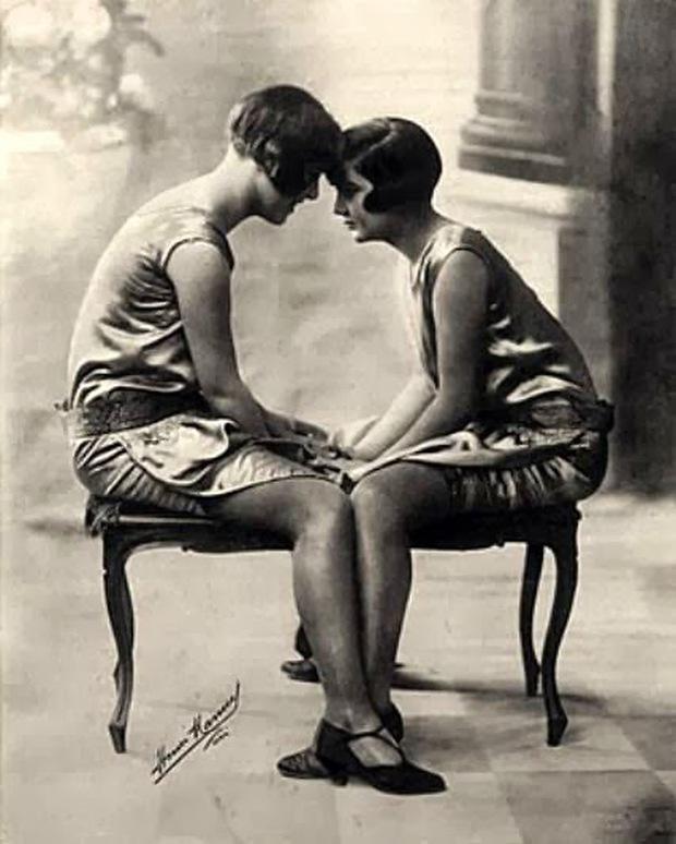 Những bức ảnh LGBT từ hàng trăm năm qua: Đồng tính chưa bao giờ là bệnh và thời nào cũng có cả - Ảnh 4.