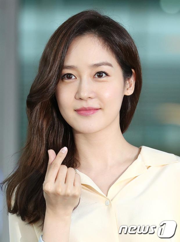 Nữ thần Kpop hai thế hệ đọ sắc: Sung Yuri U40 vẫn trẻ trung, Irene kém 10 tuổi cũng lép vế - Ảnh 7.