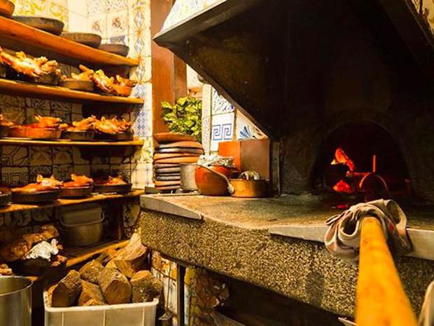 Có gì bên trong nhà hàng lâu đời nhất thế giới, hơn 300 năm hoạt động vẫn nườm nượp thực khách ghé thăm? - Ảnh 13.