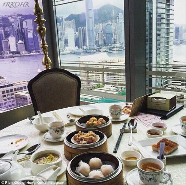 Không cần đi đâu xa, các thiếu gia, tiểu thư Hong Kong cũng sống xa hoa không kém gì con nhà giàu phương Tây - Ảnh 3.