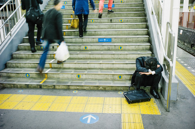 Những gã say xỉn từ ga tàu cho đến đường phố: Nét văn hóa tiệc tùng của giới công sở Nhật Bản - Ảnh 14.