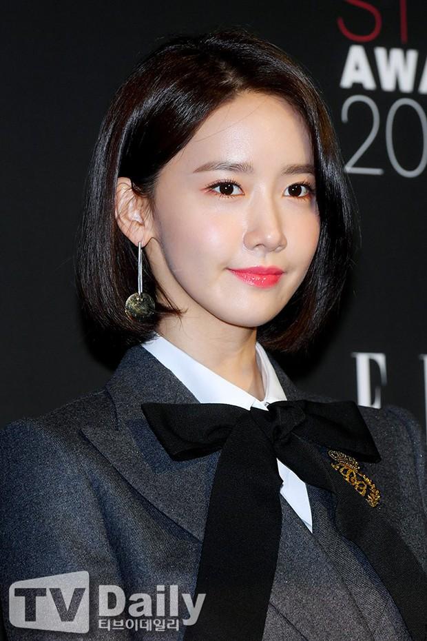 Thảm đỏ quy tụ dàn sao quyền lực: Yoona sang chảnh, nữ thần Kim Ji Won đẹp xuất sắc nhưng lại mặc gì thế này? - Ảnh 7.