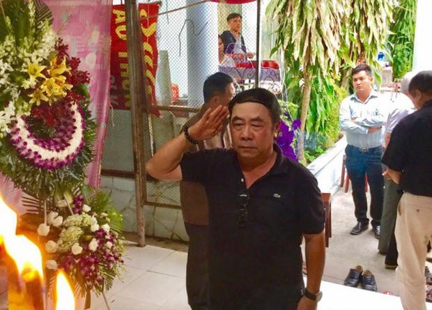 MC Quyền Linh cùng nhiều đồng nghiệp tới viếng diễn viên Nguyễn Hoàng - Ảnh 5.