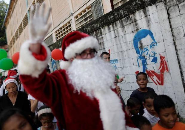 """Những góc khuất đêm Giáng sinh: Đâu đó vẫn còn những người đón """"mùa an vui"""" trong cô đơn và nghèo khổ - Ảnh 7."""