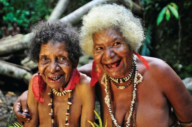 Chuyện yêu thú vị ở đảo quốc nữ quyền: Cứ đến mùa khoai, phụ nữ lại đi săn trai, có những căn lều để ngoại tình thoải mái - Ảnh 7.