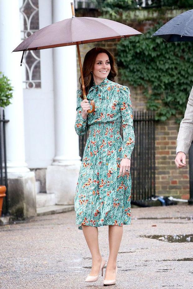 Tổng kết năm 2017, Công nương Kate đã chi hơn 3 tỷ đồng mua sắm quần áo - Ảnh 7.