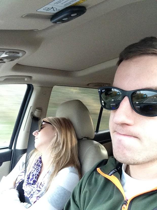 Ông chồng có tâm nhất năm: Cứ nhằm lúc vợ ngủ ngáy trên xe là chụp ảnh rồi khoe khắp mạng xã hội - Ảnh 7.