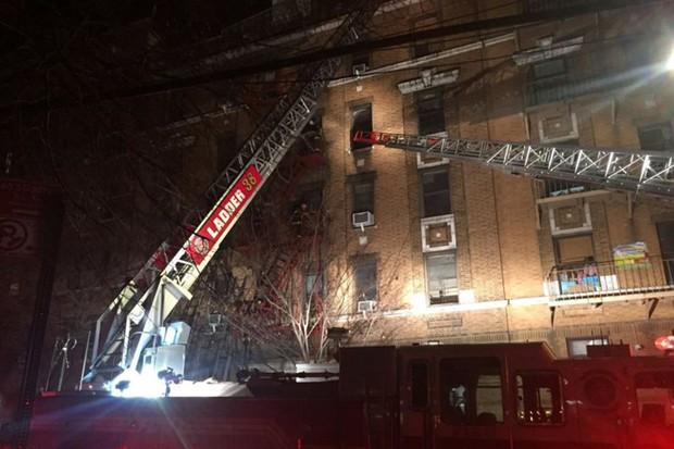 Hiện trường vụ cháy kinh hoàng làm 12 người chết ở New York (Mỹ) - Ảnh 7.