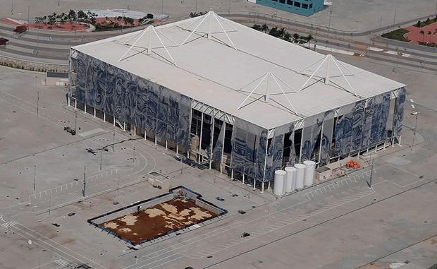 Mới chỉ hơn 6 tháng thôi mà các công trình Olympic Rio đã tan hoang như thế này - Ảnh 8.