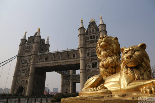 Hết tượng Nhân sư, tháp Eiffel, giờ đến cầu tháp London cũng có phiên bản anh em lỗi tại Trung Quốc - Ảnh 4.