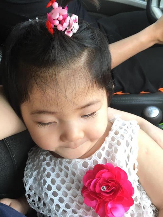 Sau gần 1 năm có mẹ nuôi, em bé Lào Cai từng suy dinh dưỡng nặng đã bụ bẫm và đáng yêu như thế này đây! - Ảnh 6.