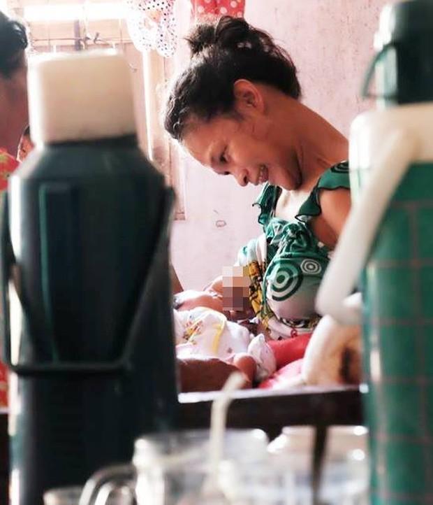 Nhìn cách người mẹ điên chăm sóc con gái sơ sinh 15 ngày tuổi ai cũng xúc động vì tình mẫu tử - Ảnh 8.