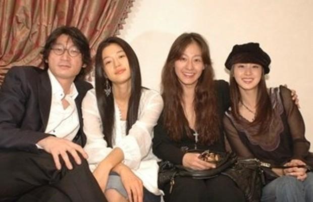 Là nữ thần sắc đẹp Hàn Quốc, Kim Tae Hee có bị lu mờ khi đứng cạnh các đại mỹ nhân khác? - Ảnh 18.