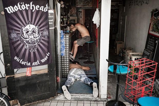Những gã say xỉn từ ga tàu cho đến đường phố: Nét văn hóa tiệc tùng của giới công sở Nhật Bản - Ảnh 6.