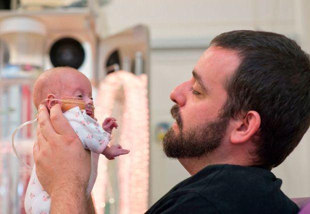 Mua thỏ bông để bỏ vào quan tài con sắp mất, đến vài tuần sau, bố mẹ không tin vào mắt mình - Ảnh 8.