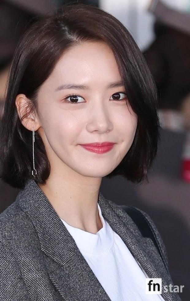 Có ai như Yoona và Lee Dong Wook, đi sân bay thôi cũng lung linh chẳng kém chụp hình tạp chí - Ảnh 9.