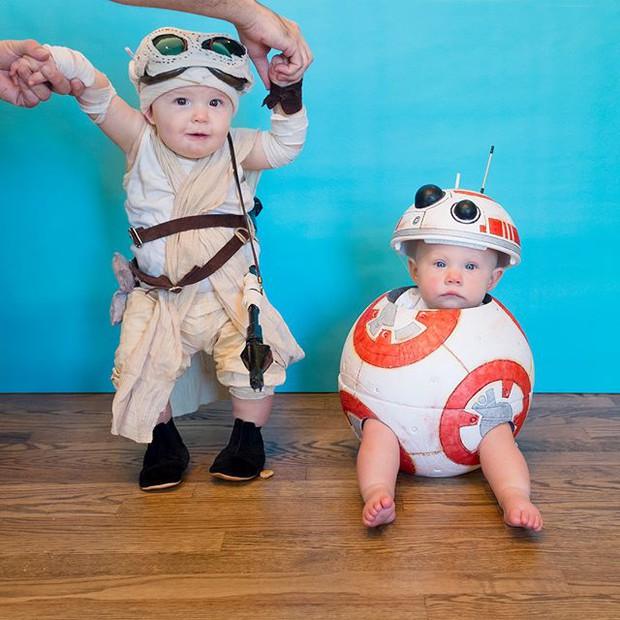 Đã tìm ra cặp song sinh chất chơi nhất mùa Halloween năm nay, mỗi ngày diện một bộ đồ siêu yêu - Ảnh 8.