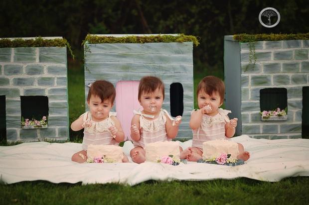 Bộ ảnh dễ thương của 3 bé sinh ba tự nhiên hiếm gặp trên thế giới - Ảnh 8.