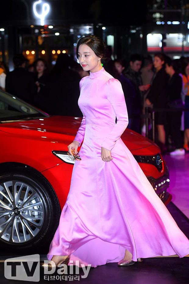 Thảm đỏ quy tụ dàn sao quyền lực: Yoona sang chảnh, nữ thần Kim Ji Won đẹp xuất sắc nhưng lại mặc gì thế này? - Ảnh 8.