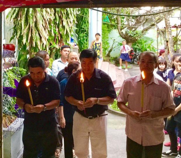 MC Quyền Linh cùng nhiều đồng nghiệp tới viếng diễn viên Nguyễn Hoàng - Ảnh 4.
