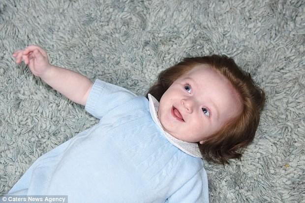 Xuýt xoa với vẻ đẹp của cậu bé có nhiều tóc đến nỗi bị nhầm lẫn là con gái khi còn trong bụng mẹ - Ảnh 8.
