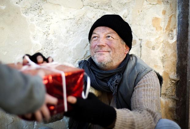 """Những góc khuất đêm Giáng sinh: Đâu đó vẫn còn những người đón """"mùa an vui"""" trong cô đơn và nghèo khổ - Ảnh 8."""