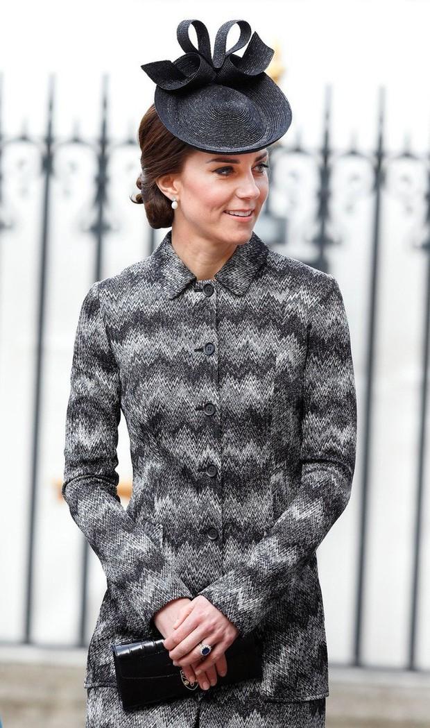 Tổng kết năm 2017, Công nương Kate đã chi hơn 3 tỷ đồng mua sắm quần áo - Ảnh 8.