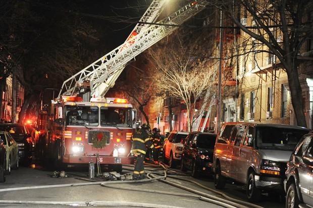 Hiện trường vụ cháy kinh hoàng làm 12 người chết ở New York (Mỹ) - Ảnh 8.