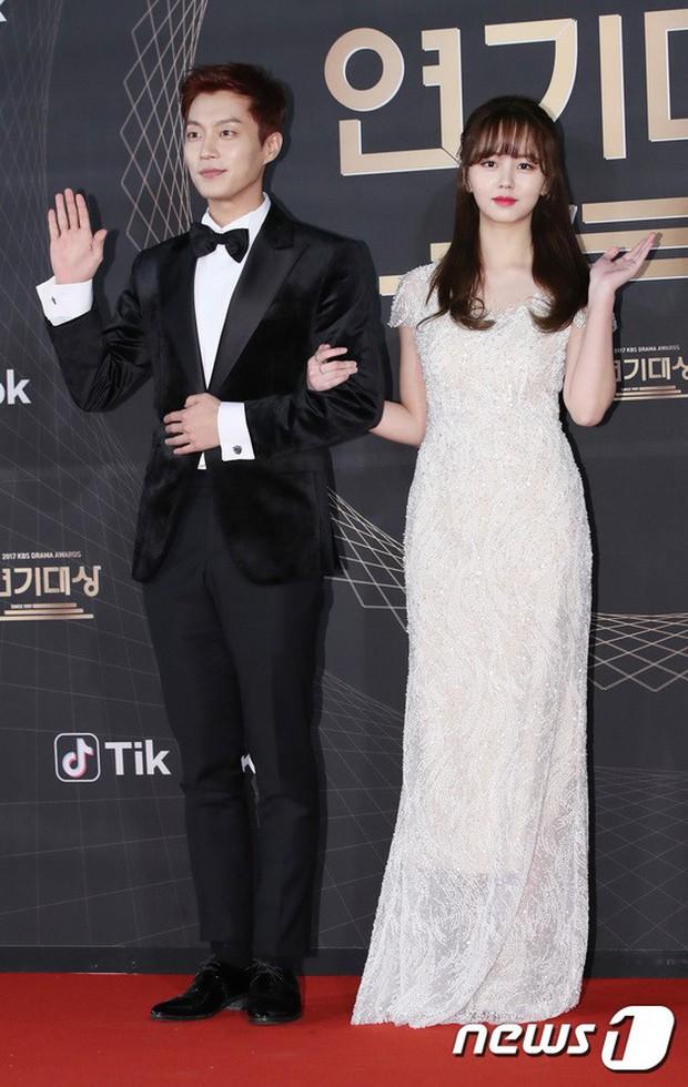 Thảm đỏ KBS Drama Awards: Kim Ji Won gây sốc.. vì quá đẹp, Jang Nara đọ sắc với Kim So Hyun và dàn chị đại không tuổi - Ảnh 8.
