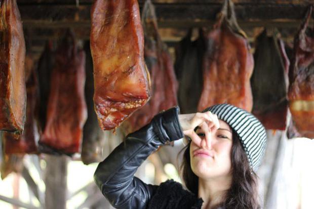 10 đặc sản nổi danh thế giới phải ủ đến bốc mùi, có giòi mới ăn ngon, Việt Nam cũng góp mặt 1 món - Ảnh 8.