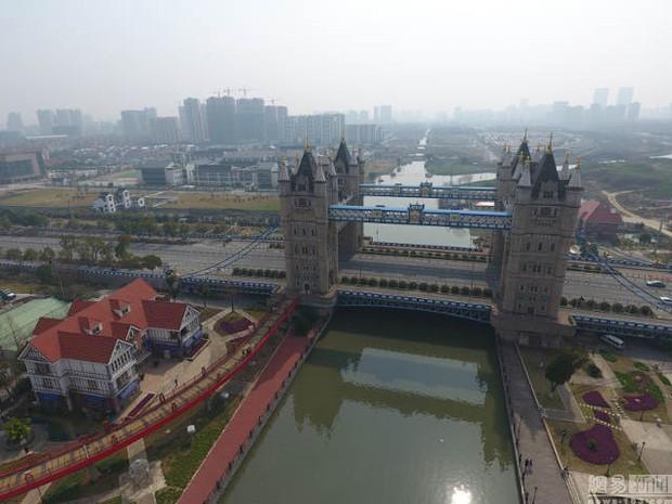 Hết tượng Nhân sư, tháp Eiffel, giờ đến cầu tháp London cũng có phiên bản anh em lỗi tại Trung Quốc - Ảnh 3.