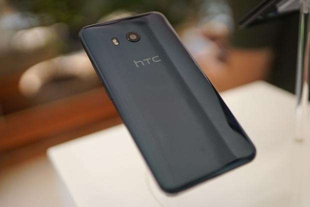 Smartphone có tính năng bóp viền cảm ứng HTC U11 chính thức ra mắt tại thị trường Việt Nam, giá gần 17 triệu đồng - Ảnh 9.