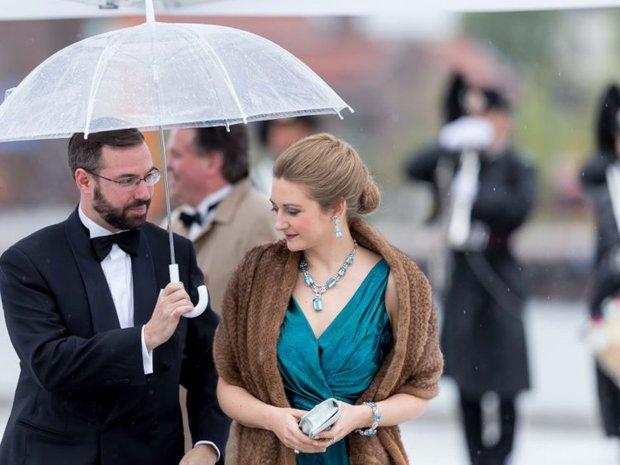 Vẻ đẹp và khí chất của 15 gia đình Hoàng gia trên khắp thế giới - Ảnh 9.