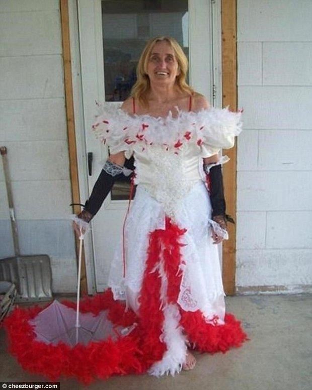 Những bộ váy cưới khiến khách đi ăn tiệc cười chết ngất: Độc là được, xấu đẹp miễn bàn - Ảnh 8.