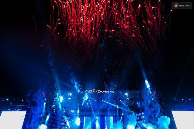 The Chainsmokers khiến khán giả Việt Nam vỡ òa với màn biểu diễn đầy nhiệt huyết suốt 2 tiếng - Ảnh 11.
