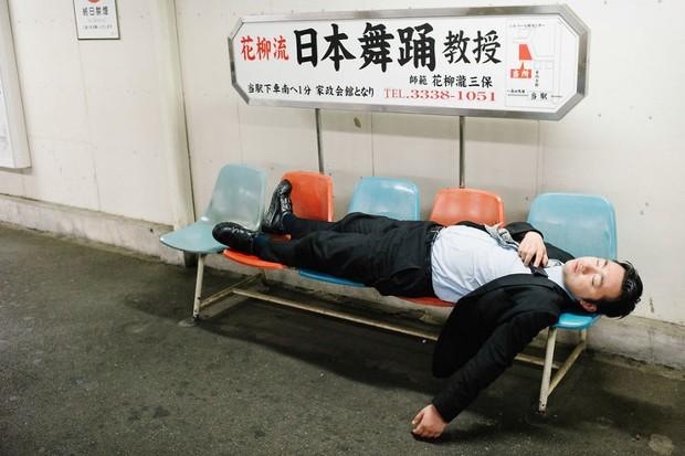 Những gã say xỉn từ ga tàu cho đến đường phố: Nét văn hóa tiệc tùng của giới công sở Nhật Bản - Ảnh 15.