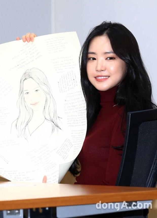 Dáng chuẩn eo thon, ngọc nữ Naeun (A Pink) lại doạ fan với gương mặt đơ cứng, sưng phồng khác thường - Ảnh 9.