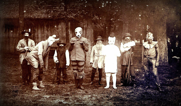 Những bộ hóa trang ám ảnh đến rùng rợn: Halloween ngày xưa kinh dị hơn giờ gấp nhiều lần - Ảnh 8.