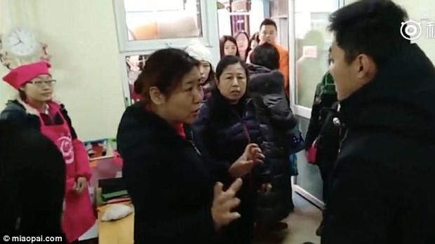 Trung Quốc: Rúng động vụ trẻ em mầm non bị ép uống thuốc lạ, ngược đãi và lạm dụng tình dục - Ảnh 9.