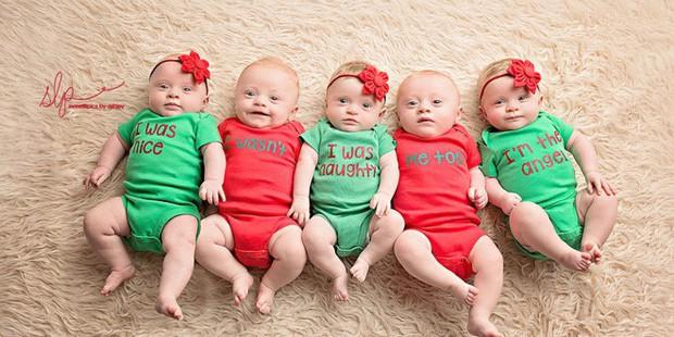 Cặp sinh năm siêu đáng yêu chào đón Giáng sinh đầu tiên trong đời - Ảnh 9.