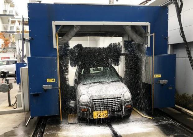 Nhật Bản: Bị chê dở hơi vì dùng bút viết bảng để sơn ô tô, sau khi đem xe đi rửa ai nấy đều bất ngờ - Ảnh 9.