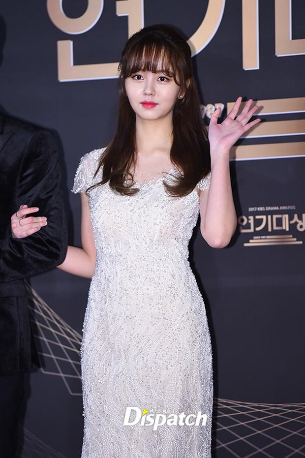 Thảm đỏ KBS Drama Awards: Kim Ji Won gây sốc.. vì quá đẹp, Jang Nara đọ sắc với Kim So Hyun và dàn chị đại không tuổi - Ảnh 9.