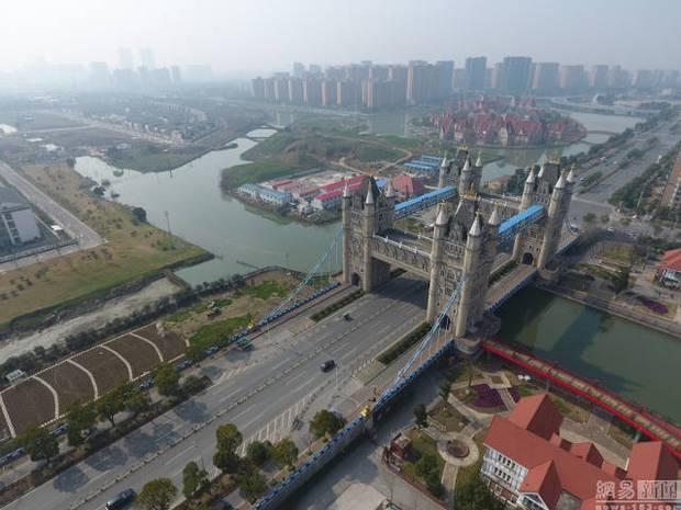 Hết tượng Nhân sư, tháp Eiffel, giờ đến cầu tháp London cũng có phiên bản anh em lỗi tại Trung Quốc - Ảnh 2.