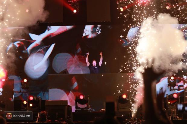 Hardwell quẩy set nhạc 2 tiếng đầy màu sắc dành tặng khán giả Việt - Ảnh 11.